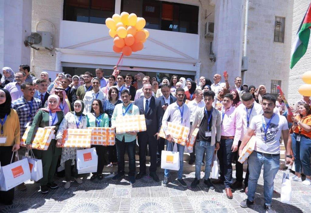 Orange تقدم هدايا لأوائل التوجيهي