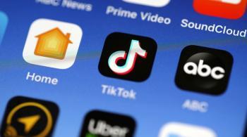 الهند تحظر 59 تطبيقا للهواتف الذكية