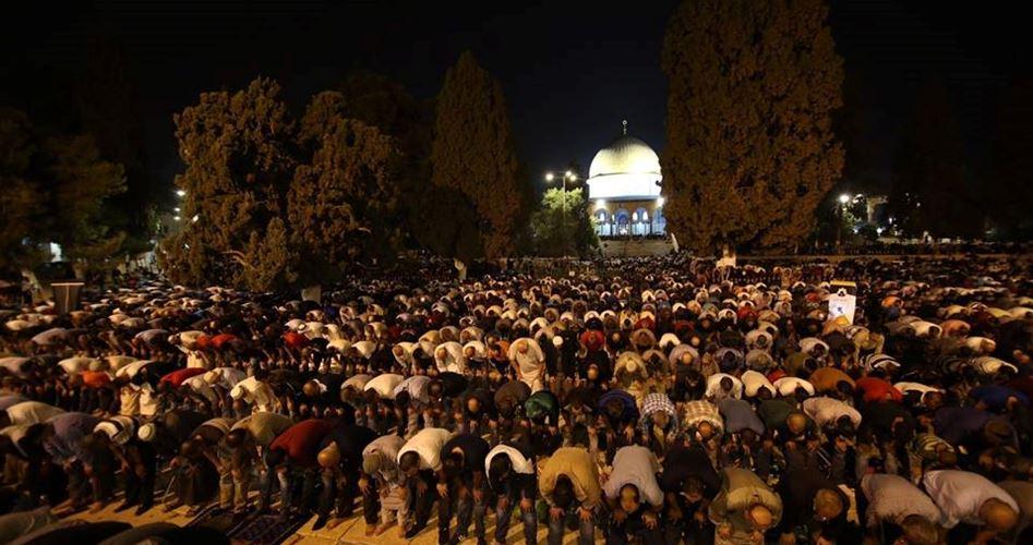أوقاف القدس تدعو إلى مواصلة الاعتكاف داخل الأقصى