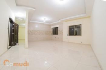 شقة ارضية مع ترس في عمان الغربية