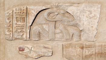 معاريف تكشف عن سرقة الاحتلال آثارا مصرية في سيناء