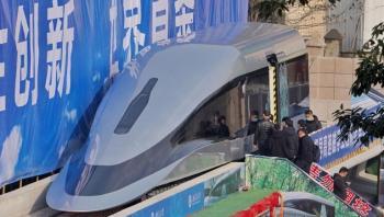 الصين تكشف عن قطار مغناطيسي يسير بسرعة تقارب سرعة طائرة نفاثة