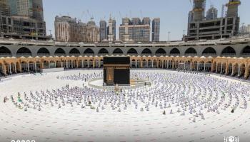 صلاة آخر جمعة في رمضان بمكة والمدينة (صور)