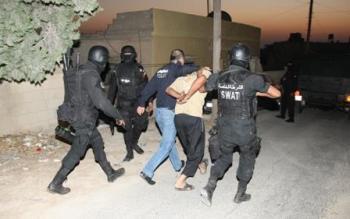 القبض على شخص ضرب وسلب معلما في اربد برفقة آخر