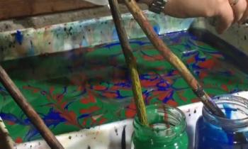 الرسم على الماء والطباعة بالقوالب الخشبية احياء للفنون التركية