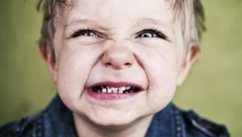 ماذا يعني إذا كان طفلك يطحن أسنانه؟