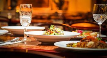 المطاعم تطالب بتمديد عملها ساعة في رمضان