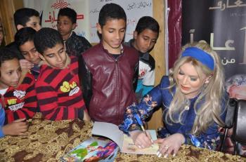 سارة السهيل توقع لاطفال معرض الكتاب لقصتها ندى وطائر العقاقير