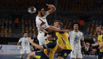 مصر تخسر الصدارة بكأس العالم لكرة اليد في هزيمة مثيرة أمام السويد