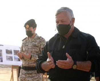 الملك يتفقد مركز دفاع مدني شهداء البحر الميت (صور)
