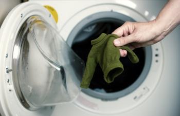 خطوات لإنقاذ ملابسك بعد انكماشها في الغسالة