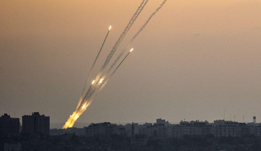 رشقة صاروخية تقصف قاعدة رعيم العسكرية شرق غزة
