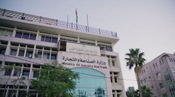 وزيرة الصناعة والتجارة لـ عمون: فيديو الفئران بمستوعبات القمح ليس في الأردن