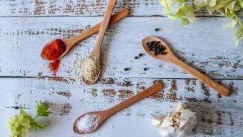هل يمكن معالجة الفطر الأسود بالكركم والملح الصخري وزيت الخردل؟