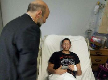 الرزاز يزور مصابي حادث حافلة المدرسة (صور)