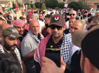 النائب العجارمة والآلاف من أبناء العشائر يحتشدون قرب السفارة الاسرائيلية