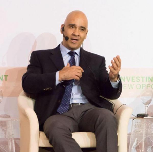 الوزير الاسبق مروان جمعة