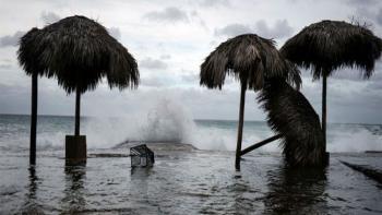 الإعصار ريك يقترب من ساحل المكسيك