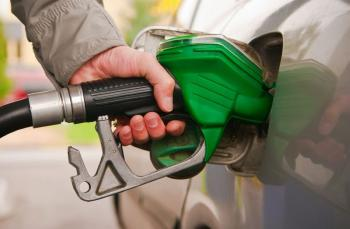 الحكومة: انخفاض أسعار المشتقات النفطية عالميا