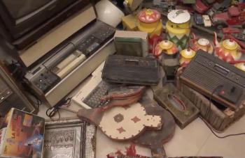 بعضها ملكية ..  أردني يحتفظ بمتحف مقتنيات قديمة في الرياض