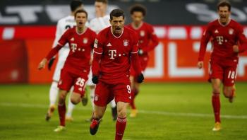بايرن ميونخ يتوج بلقب الدوري الألماني
