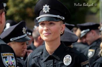 هل توفيت ملكة جمال شرطيات العالم جراء بصقة؟