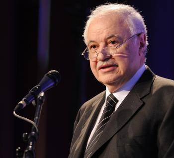 أبوغزاله يقول: بحاجة إلى تغيير زاوية الرؤية