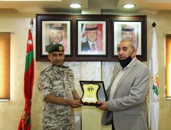 مؤسسة المتقاعدين العسكريين تكرم جمعية الملكة رانيا