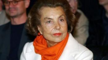 وفاة أغنى امرأة في العالم