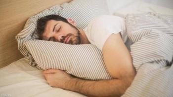هل للطعام وتوقيته تأثير على النوم؟ ..  خبراء يجيبون