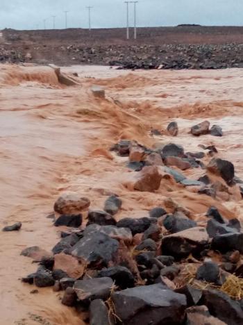 وفاة أثناء البحث عن 3 أشخاص جرفتهم السيول في الرويشد