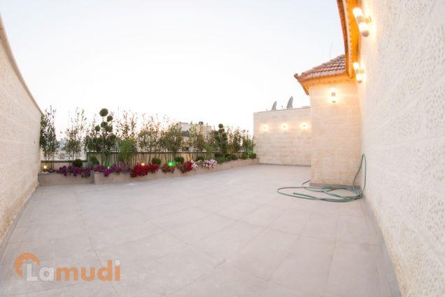 شقة مع روف في عمان الغربية جديدة للبيع