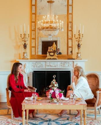 الملكة تلتقي سيدة أمريكا الأولى في البيت الأبيض