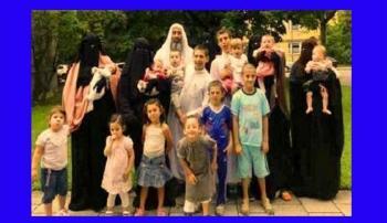 سوري لاجئ في ألمانيا مع 4 زوجات و22 ابنا
