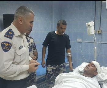 إصابة عسكري وأربعة من موظفي الجمارك بتصادم مركبتين (صور)