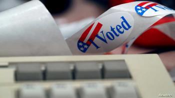 تحذيرات من صفحات الناقل الفائق للأكاذيب عن الانتخابات الأميركية