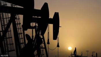 النفط يصعد ..  والتوتر الأميركي الصيني يحد من المكاسب