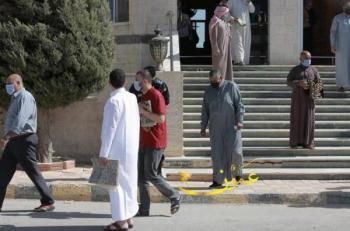 نواب يطالبون بساعة لكل صلاة خلال حظر الجمعة