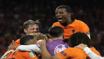 هولندا تفسد ريمونتادا الـ4 دقائق بفوز مثير