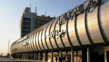 طائرة متجهة من القاهرة إلى موسكو تطلق إنذارا عاجلا وتعود إلى المطار