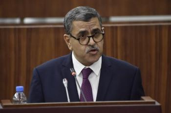 رئيس الوزراء الجزائري يقدم استقالة حكومته