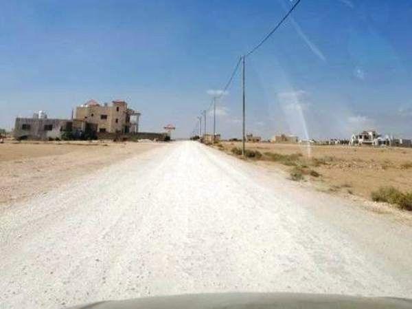 سكان الغدير الأخضر في المفرق يشكون نقص الخدمات