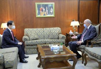 الفايز يبحث مع السفير الصيني العلاقات بين البلدين