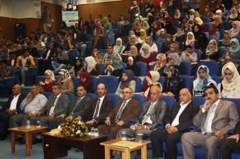 رئيس جامعة الحسين بن طلال يلتقي بطلبتها الجدد