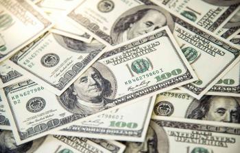 الدولار عند أدنى مستوى في 4 أشهر
