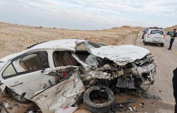 وفاة و4 إصابات بتصادم مركبتين قرب جسر الموجب