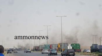 محتجون يطلبون تخفيض أسعار الأعلاف ويغلقون الطريق الصحراوي