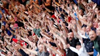 كورونا توجه ضربة لجماهير الدوري الإنجليزي