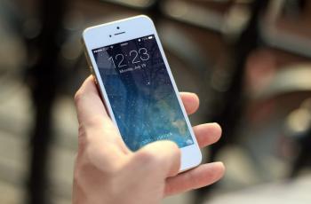 علامات تشير إلى أنك تعاني من النوموفوبيا بسبب هاتفك