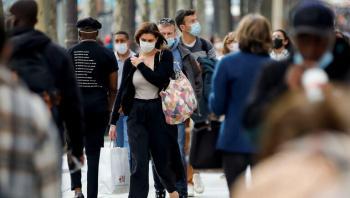 فرنسا تلغي إلزامية ارتداء الكمامات في الشارع الخميس